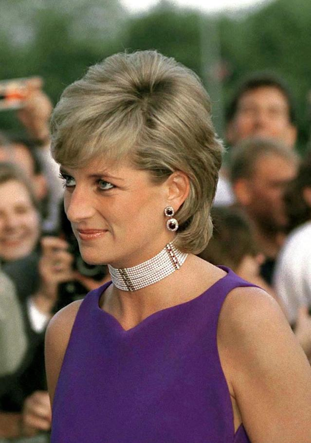 <p>While in Chicago in her later years, Diana upgraded a simple neckline with an enormous pearl choker. (Photo: Tim Graham/Getty Images) </p>