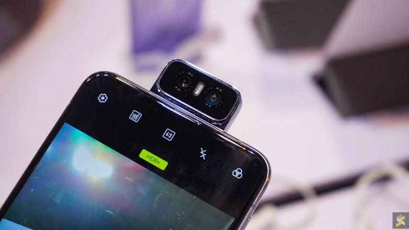 The ZenFone 6's main camera is motorised so it can flip all the way to the front when you need to take a selfie. — Picture via SoyaCincau