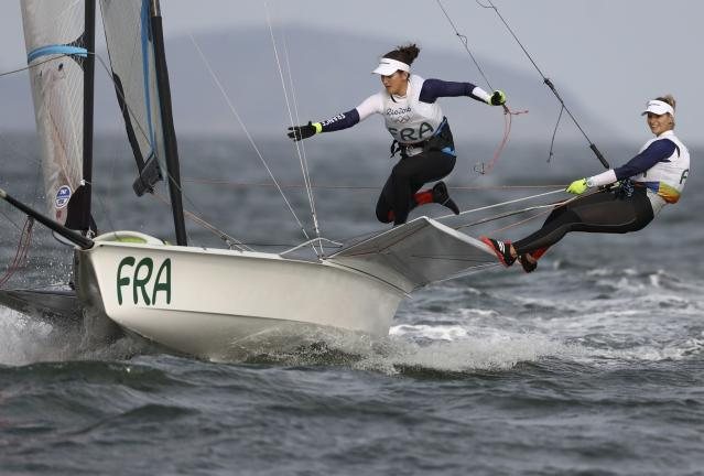 2016 Rio Olympics - Sailing - Final - Women's Skiff - 49er FX - Medal Race - Marina de Gloria - Rio de Janeiro, Brazil - 18/08/2016. Sarah Steyaert (FRA) of France and Aude Compan (FRA) of France compete. REUTERS/Benoit Tessier FOR EDITORIAL USE ONLY. NOT FOR SALE FOR MARKETING OR ADVERTISING CAMPAIGNS.