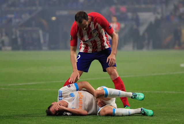 Soccer Football - Europa League Final - Olympique de Marseille vs Atletico Madrid - Groupama Stadium, Lyon, France - May 16, 2018 Marseille's Florian Thauvin reacts after sustaining an injury while Atletico Madrid's Diego Godin checks on him REUTERS/Gonzalo Fuentes