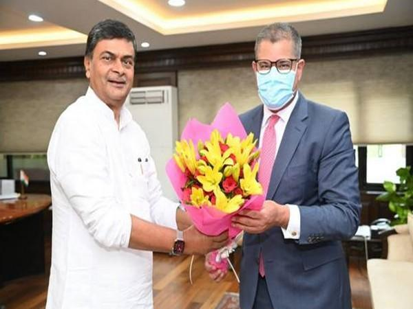 Union Minister of Power and Renewable Energy RK Singh with COP 26 President Alok Sharma