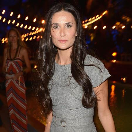 Demi Moore 'dines with cat'