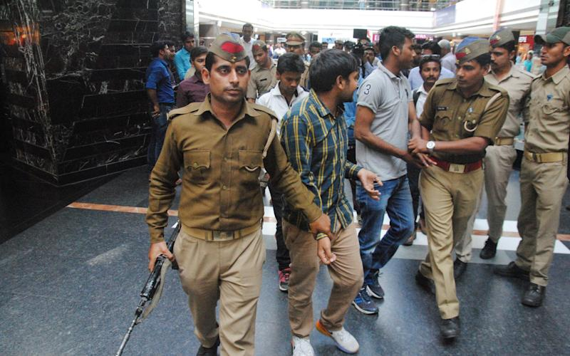 Lucknow Police run an anti-Romeo operation at Saharaganj mall, on March 22, 2017 - Hindustan Times