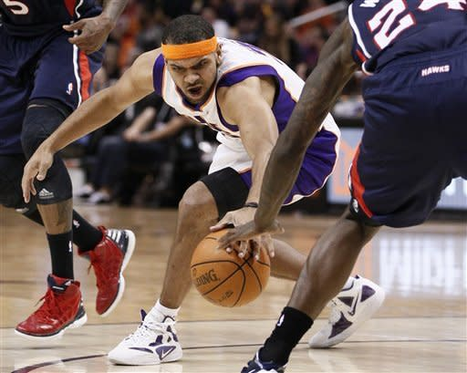 Phoenix Suns' Jared Dudley chases down the loose ball against the Atlanta Hawks during the second half of an NBA basketball game on Wednesday, Feb. 15, 2012, in Phoenix. (AP Photo/Matt York)