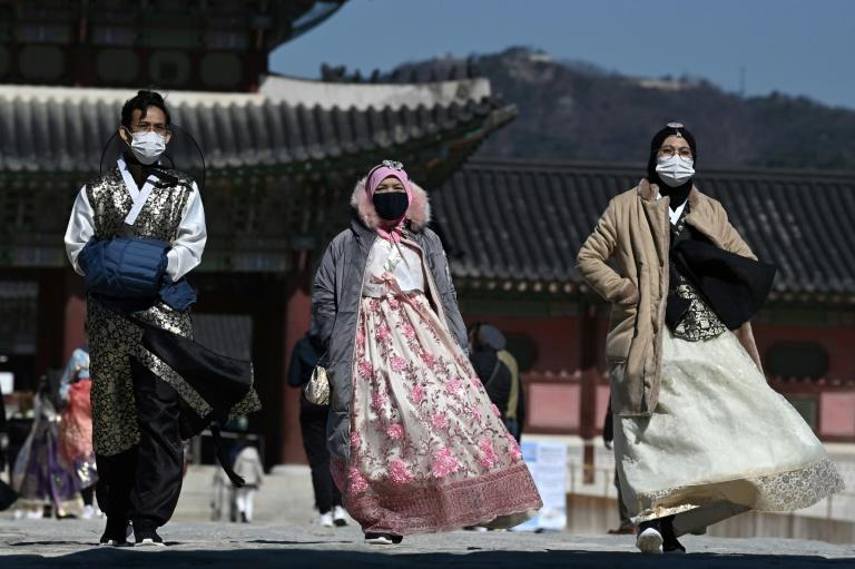 South Korea has seen a rapid surge in the number of coronavirus cases (AFP Photo/Jung Yeon-je)