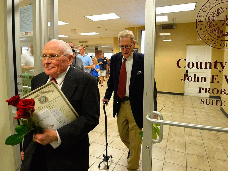 Jack Evans, Who Waited 54 Years to Wed Partner George Harris on Day of Supreme Court Ruling, Dies at 86 – Days Short of First Anniversary  Real People Stories