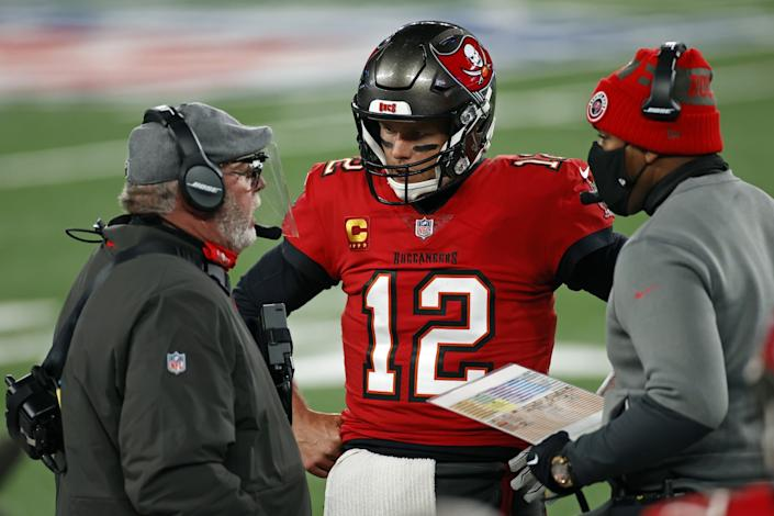 Tampa Bay Buccaneers quarterback Tom Brady talks with coach Bruce Arians and offensive coordinator Byron Leftwich.