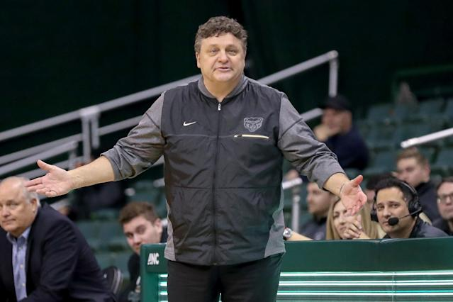 "<a class=""link rapid-noclick-resp"" href=""/ncaaw/teams/oakland/"" data-ylk=""slk:Oakland Golden Grizzlies"">Oakland Golden Grizzlies</a> head coach Greg Kampe on the sideline during a men's college basketball game. (Getty)"