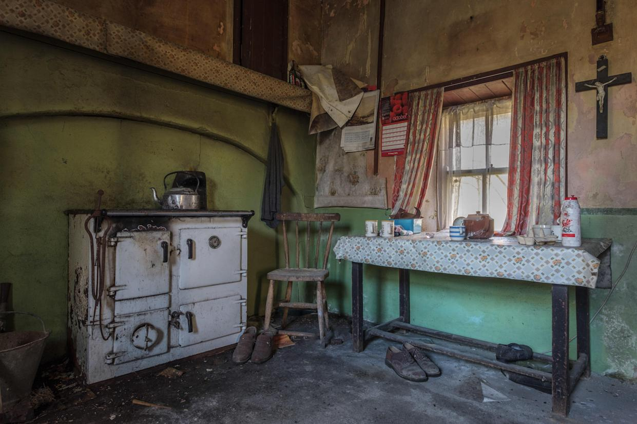 Inside the kitchen of an abandoned home in Northern Ireland, March 12, 2018. (Photo: Unseen Decay/Mercury Press/Caters News)