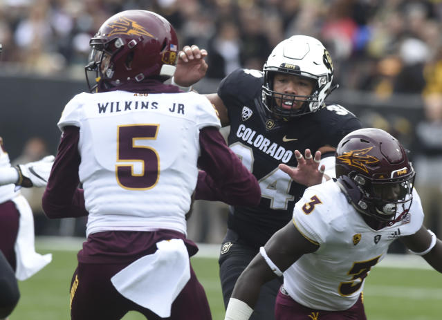Colorado DL Mustafa Johnson, middle, pressures Arizona State QB Manny Wilkins Jr. in 2018. (Getty Images)