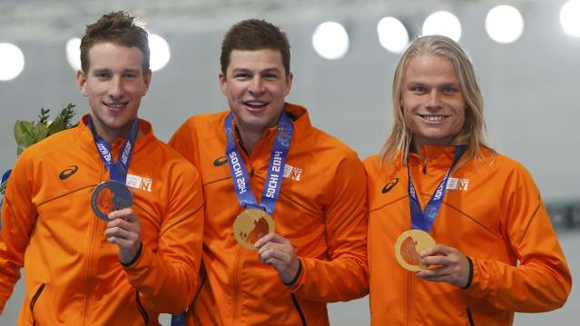 The team from the Netherlands, (L-R) Jan Blokhuijsen, Sven Kramer and Koen Verweij celebrate with their Gold medals at the victory ceremony for the men's speed skating team pursuit final during the 2014 Sochi Winter Olympics, February 22, 2014. REUTERS/Issei Kato (RUSSIA - Tags: OLYMPICS SPORT SPEED SKATING TPX IMAGES OF THE DAY)