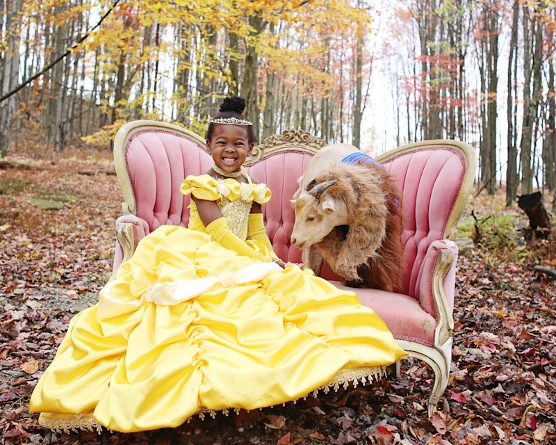 Lindsey Bonnice's kids and pets wear coordinated Halloween costumes.  (Lindsey Bonnice/Live Sweet Photography)