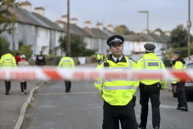 <p>Police officers work near a property in Sunbury-on-Thames, southwest London, as part of the investigation into Friday's Parsons Green bombing, Saturday Sept, 16, 2017. (Photo: Victoria Jones/PA via AP) </p>
