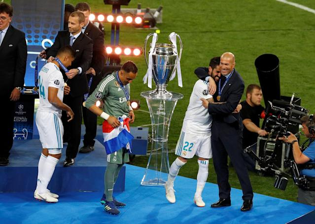 Soccer Football - Champions League Final - Real Madrid v Liverpool - NSC Olympic Stadium, Kiev, Ukraine - May 26, 2018 Real Madrid coach Zinedine Zidane celebrates winning the Champions League with Isco REUTERS/Phil Noble