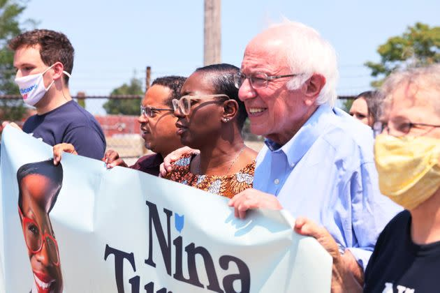 Minnesota Attorney General Keith Ellison (center left) and Sen. Bernie Sanders (center right) march to the polls with congressional candidate Nina Turner (center) on Saturday. (Photo: Michael M. Santiago/Getty Images)