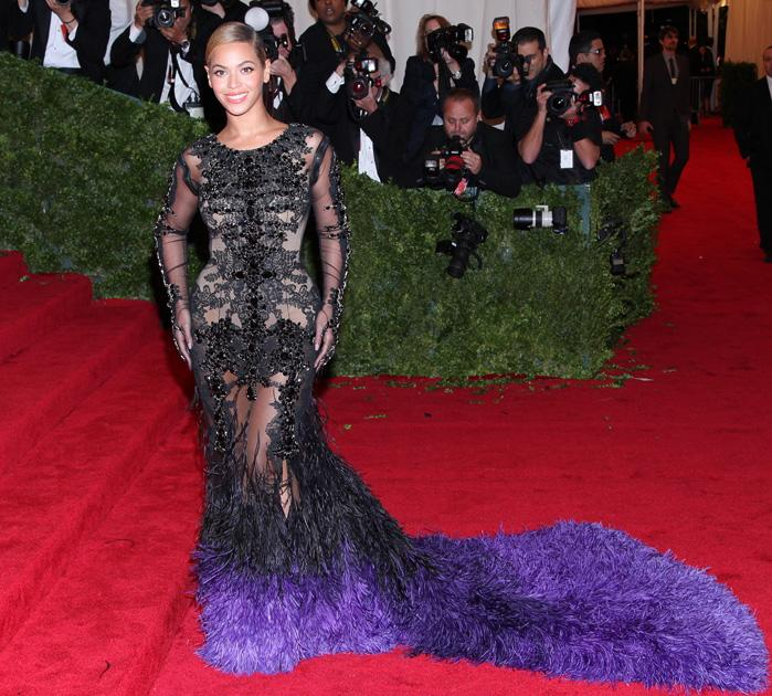 Beyonce wore a huge feathered train Givenchy gown / WENN