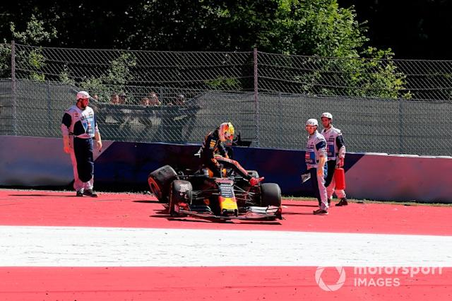 "Choque de Max Verstappen, Red Bull Racing RB15 <span class=""copyright"">Hasan Bratic / Sutton Images</span>"