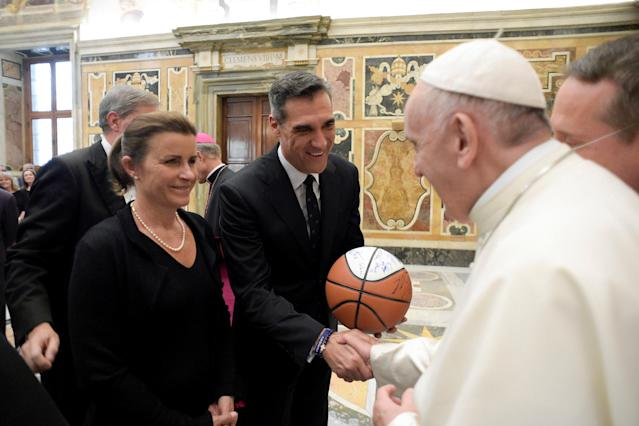Pope Francis is greeted by Villanova basketball coach Jay Wright during a special audience with members of Villanova University of Philadelphia, at the Vatican April 14, 2018. Osservatore Romano/Handout via REUTERS ATTENTION EDITORS - THIS IMAGE WAS PROVIDED BY A THIRD PARTY