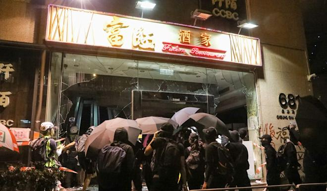 A Fulum-owned restaurant is vandalised by protesters in Cheung Sha Wan on October 6. Photo: K. Y. Cheng