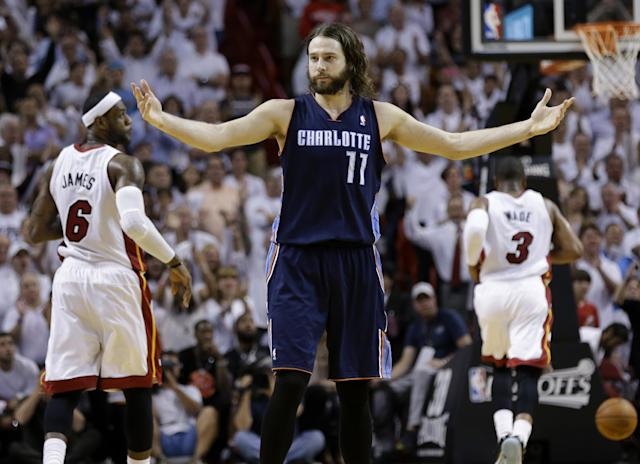 Sources: Heat targeting Josh McRoberts to add to supporting cast