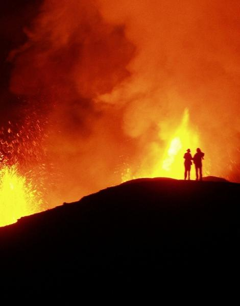 The 2005 eruption of the Galápagos volcano Sierra Negra partly filled the caldera with 160 million cubic meters of evolved basalt. Sierra Negra lies close to the core of the mantle plume imaged by Mooney's team.