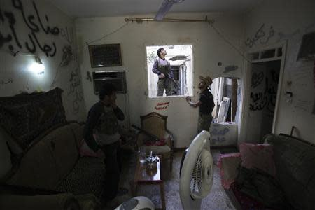 Free Syrian Army fighters are seen in a safehouse in Deir al-Zor September 28, 2013. REUTERS/Khalil Ashawi