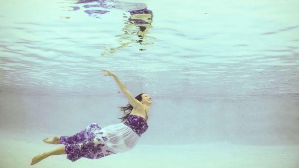 PHOTO: The photographer's sister-in-law Suzanne Pickens posed underwater for a maternity photo session in Florida on June 29. (Cricket's Photography)