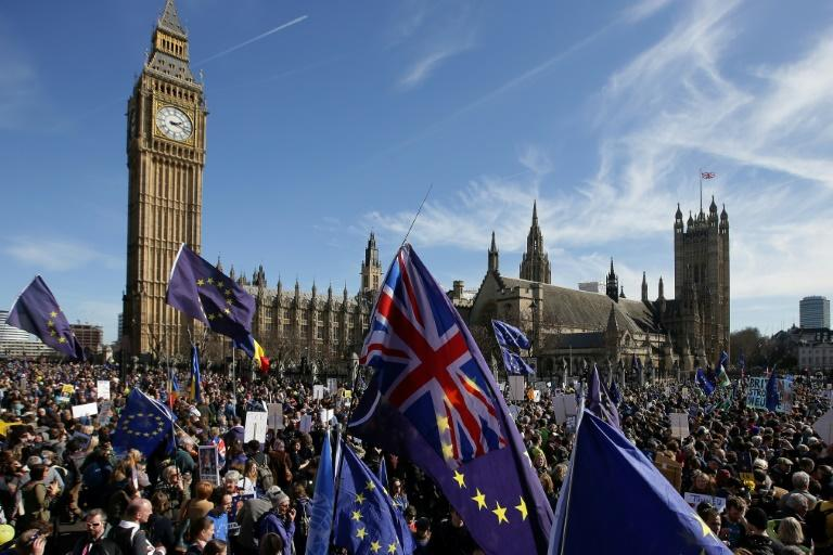 Thousands gather to demand Britain stays in EU