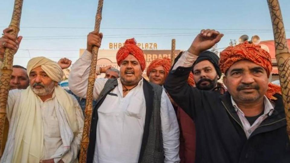 Farmers threaten to block Delhi-UP Ghazipur border to intensify protest