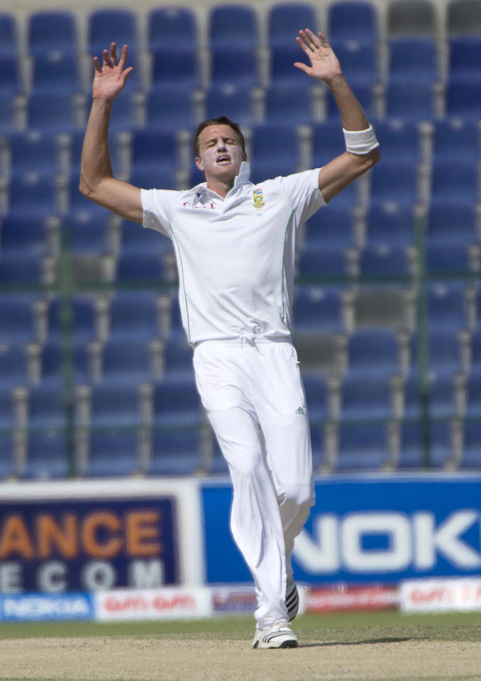 South Africa's bowler Morne Morkel reacts on the third day of their first Test against South Africa at the Sheikh Zayed Cricket Stadium in Abu Dhabi on October 16, 2013. Pakistan were bowled out for 442 in their first innings giving them a lead of 193 runs over South Africa's first innings of 249.  AFP PHOTO/STR        (Photo credit should read STR/AFP/Getty Images)