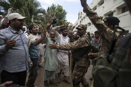 Pakistani army soldiers push back supporters of Tahir ul-Qadri, a Sufi cleric and leader of political party Pakistan Awami Tehreek (PAT), after they stormed the building of the state television channel PTV during the Revolution March in Islamabad September 1, 2014. REUTERS/Zohra Bensemra