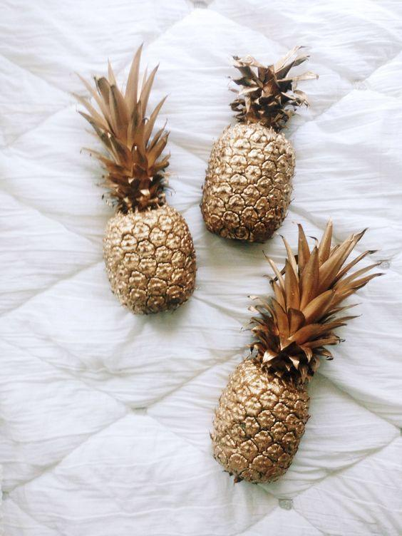 """<p>Make yourself a funky new centrepiece by spray painting a pineapple gold. Very trendy. <i><a href=""""https://uk.pinterest.com/pin/152770612335208538/"""">[Photo: Pinterest]</a></i></p>"""