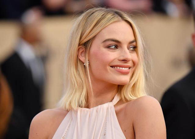 "<p>Margot Robbie looked dreamy with clean makeup and a beautiful blond bob cut. To copy her look, use a flat iron — roughly 1 inch up from ends — to create a slight bend. Finish with a nude lipstick such as <a href=""https://notecosmetics.com/products/mattemoist-lipgloss?variant=21962815175"" rel=""nofollow noopener"" target=""_blank"" data-ylk=""slk:Note Cosmetics MatteMoist Lipgloss in 412"" class=""link rapid-noclick-resp"">Note Cosmetics MatteMoist Lipgloss in 412</a>. (Photo: Getty Images) </p>"