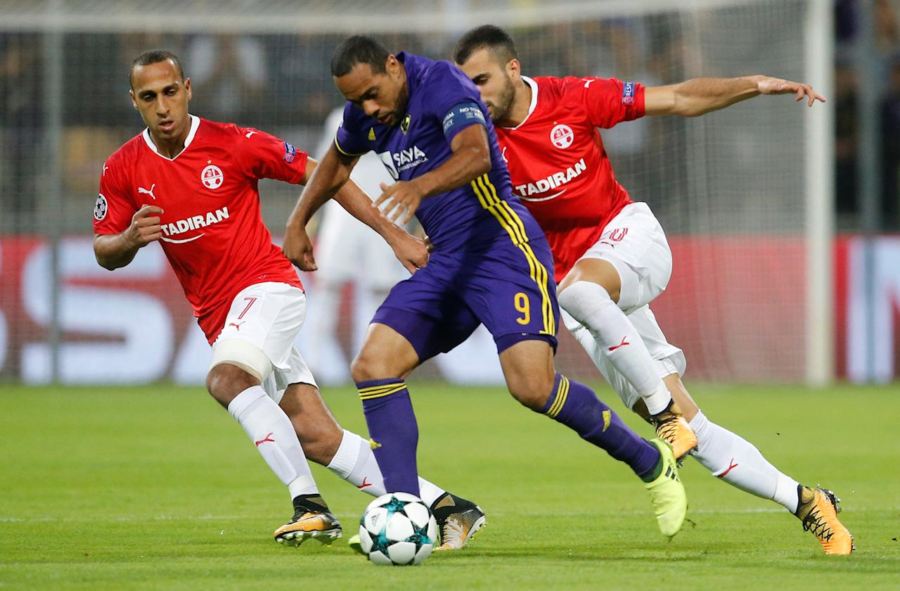 Soccer Football - Champions League Playoffs - Maribor v Hapoel Be'er-Sheva - Maribor, Slovenia - August 22, 2017     Maribor's Marcos Tavares in action with Hapoel Be'er Sheva's Maharan Radi    REUTERS/Srdjan Zivulovic