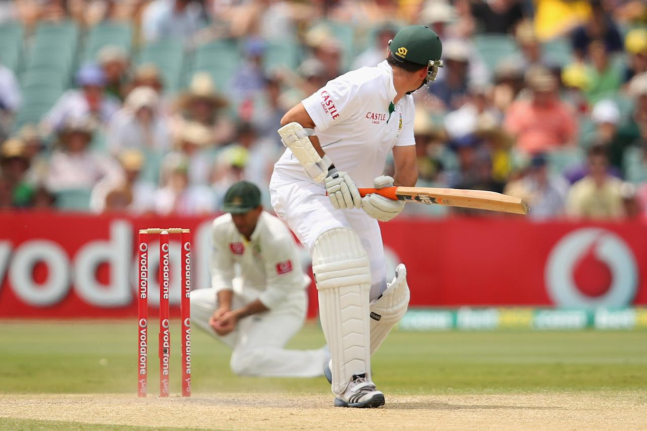 ADELAIDE, AUSTRALIA - NOVEMBER 25:  South African captain Graeme Smith hits an edge to be caught out by Ricky Ponting of Australia during day four of the Second Test Match between Australia and South Africa at Adelaide Oval on November 25, 2012 in Adelaide, Australia.  (Photo by Cameron Spencer/Getty Images)