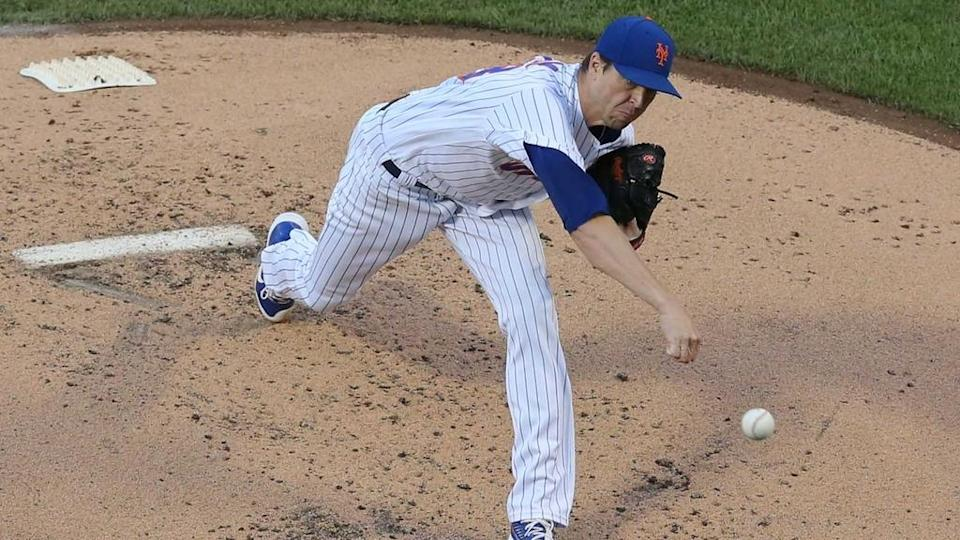 Jacob deGrom delivers pitch front view June 2021 at Citi Field against Cubs