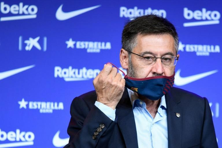 Barcelona president Josep Maria Bartomeu says it would be bad for the club if he stepped down early