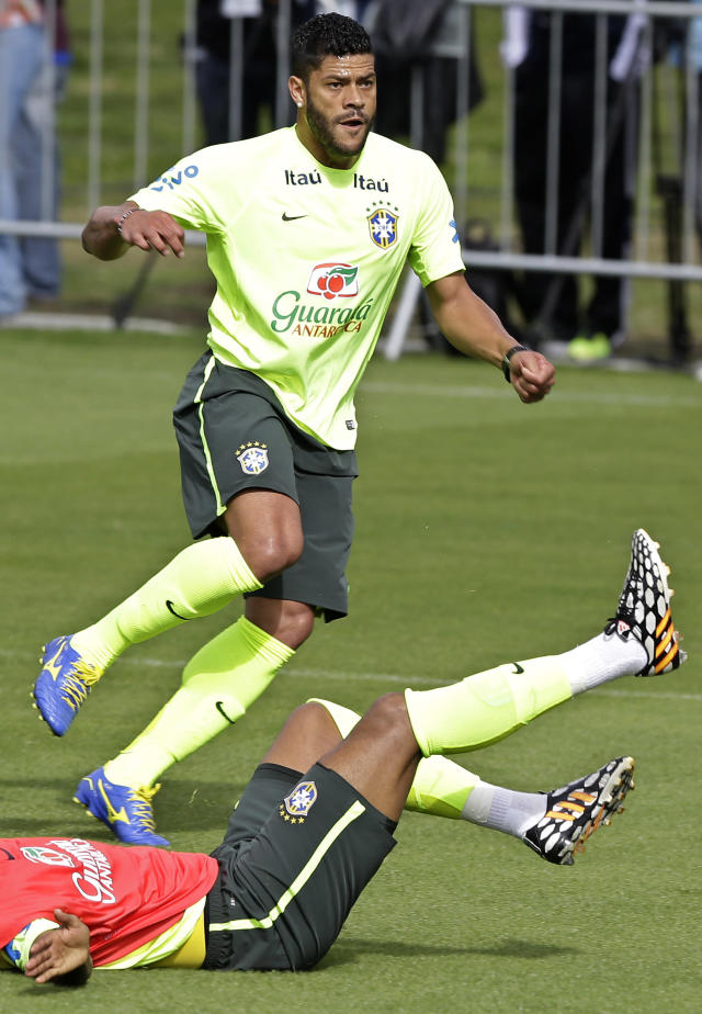 Brazil's Hulk practices during a training session of the Brazilian national soccer team at the Granja Comary training center in Teresopolis, Brazil, Sunday, June 15, 2014. Brazil plays in group A of the 2014 soccer World Cup. (AP Photo/Andre Penner)