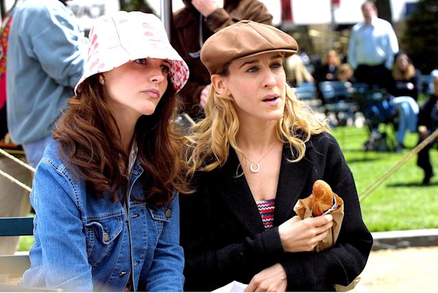 Kristin Davis, left, and Sarah Jessica Parker on location in Central Park for <em>Sex and the City</em>in May 2001. (Photo: Tom Kingston/WireImage)