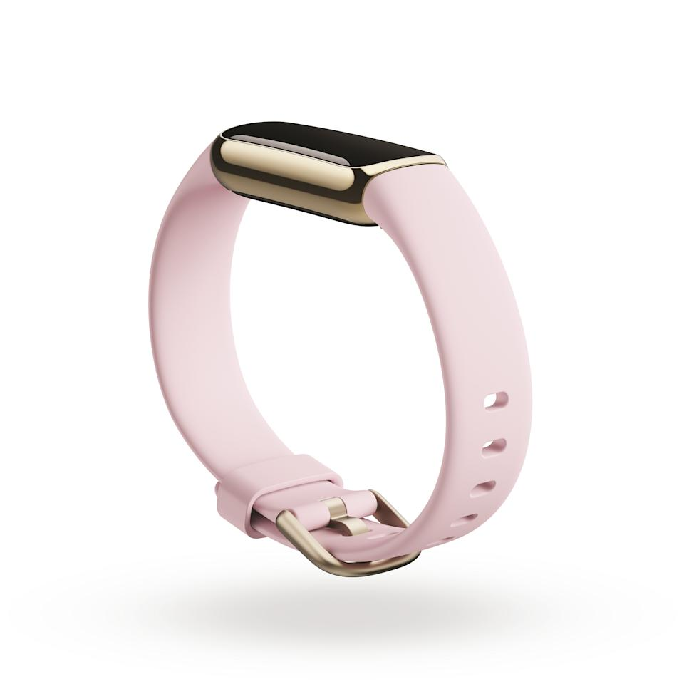 <p>Product render of Fitbit Luxe, dramatic view, in Peony and Soft Gold.</p>