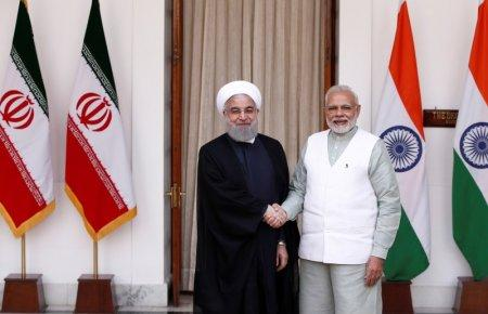 Iranian President Hassan Rouhani shakes hands with India's Prime Minister Narendra Modi (R) during a photo opportunity ahead of their meeting at Hyderabad House in New Delhi, India, February 17, 2018. REUTERS/Adnan Abidi