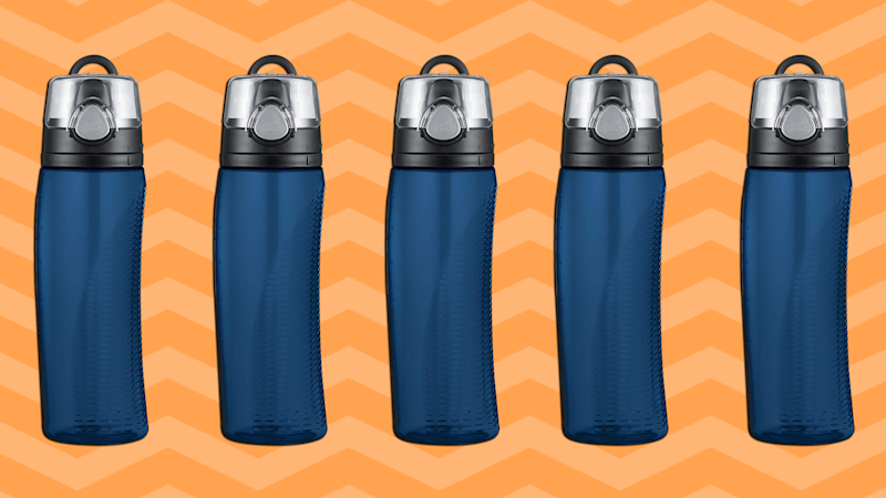 Save 22 percent on the Thermos Nissan Intak Water Bottle (dark blue). (Photo: Amazon)