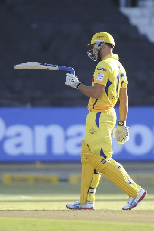 FAF Du Plessis of the Chennai Super Kings breaks the handle of his bat during Match 7 of The Champions League T20 (CLT20) between the Chennai Super Kings (India) and the Highveld Lions (South Africa) at Newlands Cricket Stadium in Cape Town on October 16, 2012. AFP PHOTO / Roger Sedres