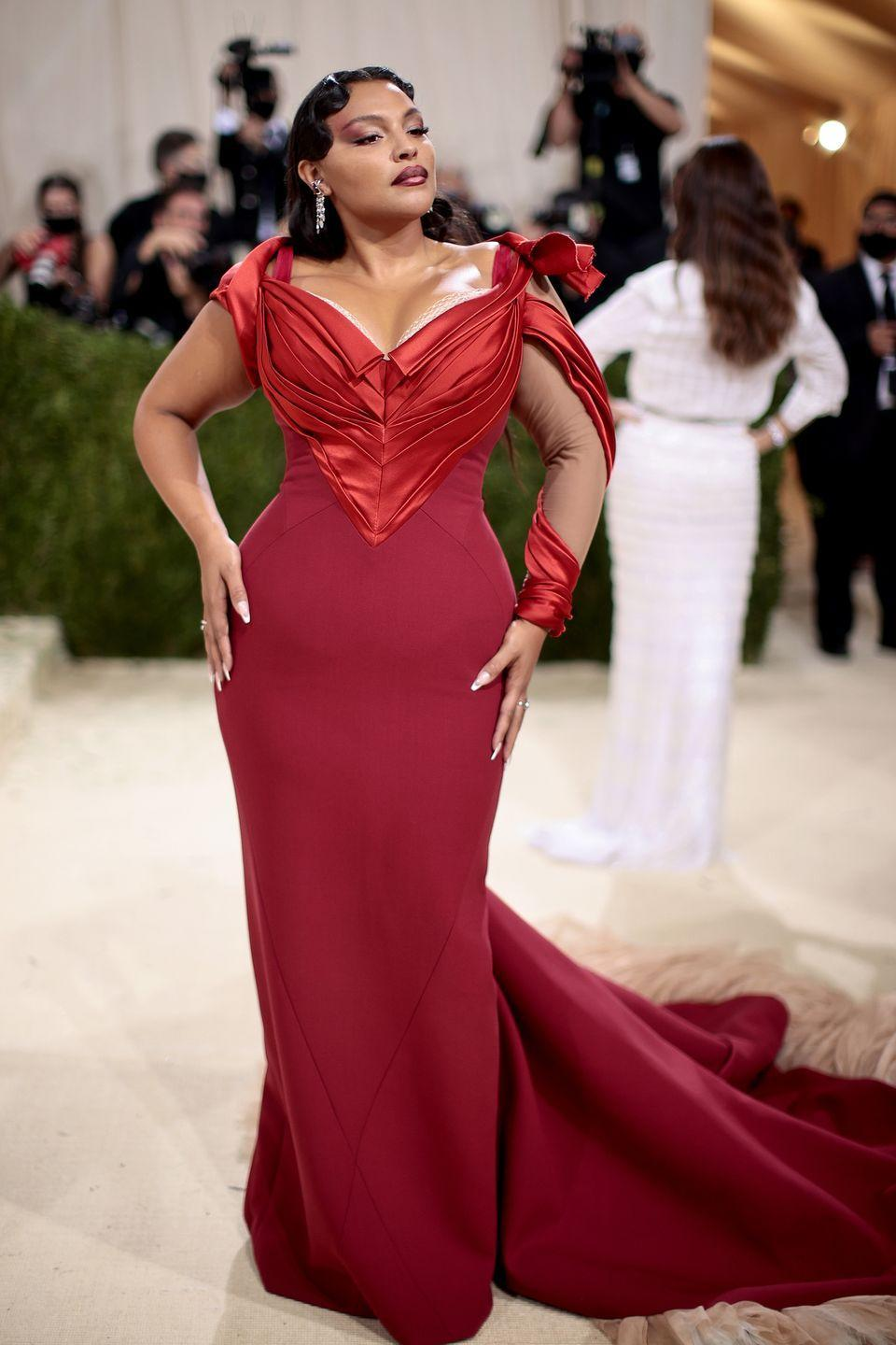 <p>Model Paloma Elesser was the picture of old Hollywood glamour in a deep red satin gown by American designer Zac Posen, which featured a dramatic feathered train.</p>