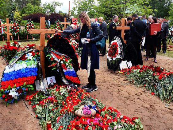 Mourners at funeral ceremony in St Petersburg for 14 Russian submariners (AFP/Getty Images)