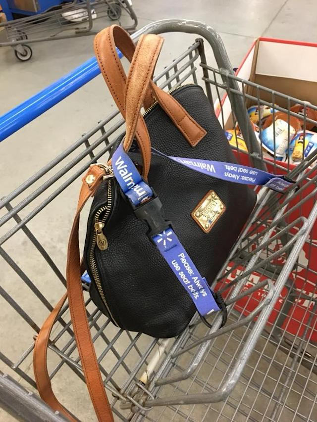 The police department says women should secure their purses in shopping carts to avoid theft. (Photo: Windham, N.H., Police Department/Facebook)