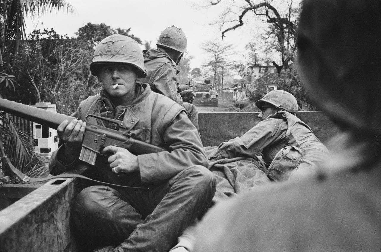 <p>American troops on board a truck at a forward command post in the city of Huế, during the Battle of Huế, Vietnam War, February 1968. (Photo: Terry Fincher/Daily Express/Hulton Archive/Getty Images) </p>