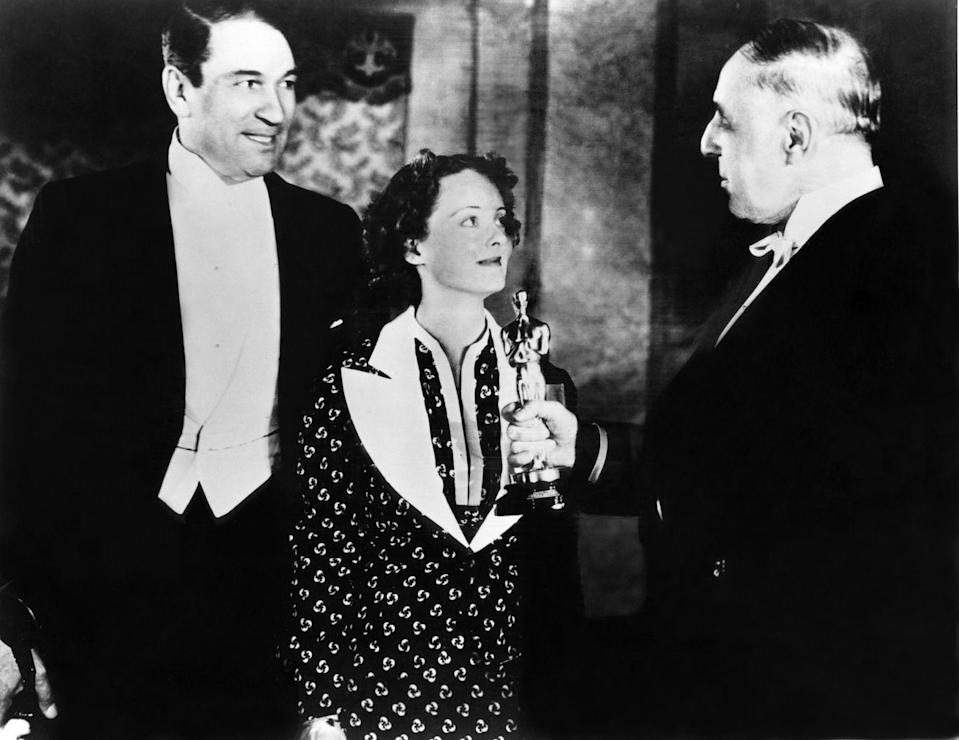 <p>Bette went for a bold patterned dress with wide contrasting lapels at the '36 Oscars. She won an award for her role in <em>Dangerous</em>.</p>