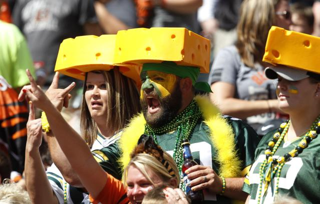 Green Bay Packers fans react to their teams play against the Cincinnati Bengals during the second half in their NFL football game at Paul Brown Stadium in Cincinnati, Ohio, September 22, 2013. REUTERS/John Sommers II (UNITED STATES - Tags: SPORT FOOTBALL)