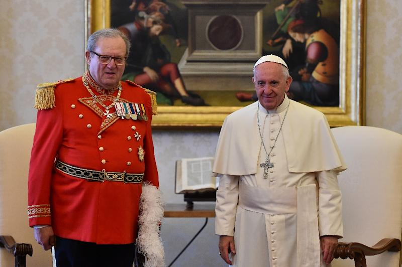 Grand Master Matthew Festing (L) resigned his lifetime position Tuesday, at the request of Pope Francis, effectively putting an end to a prolonged stand-off that had become a test of the reforming pope's authority over rebellious Church conservatives (AFP Photo/GABRIEL BOUYS                       )